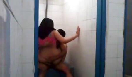 Limpiando el jovencitas españolas folladas baño