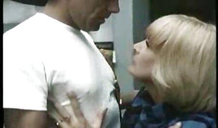 La polla de un hombre soportó porno subtitulado español una doble mamada
